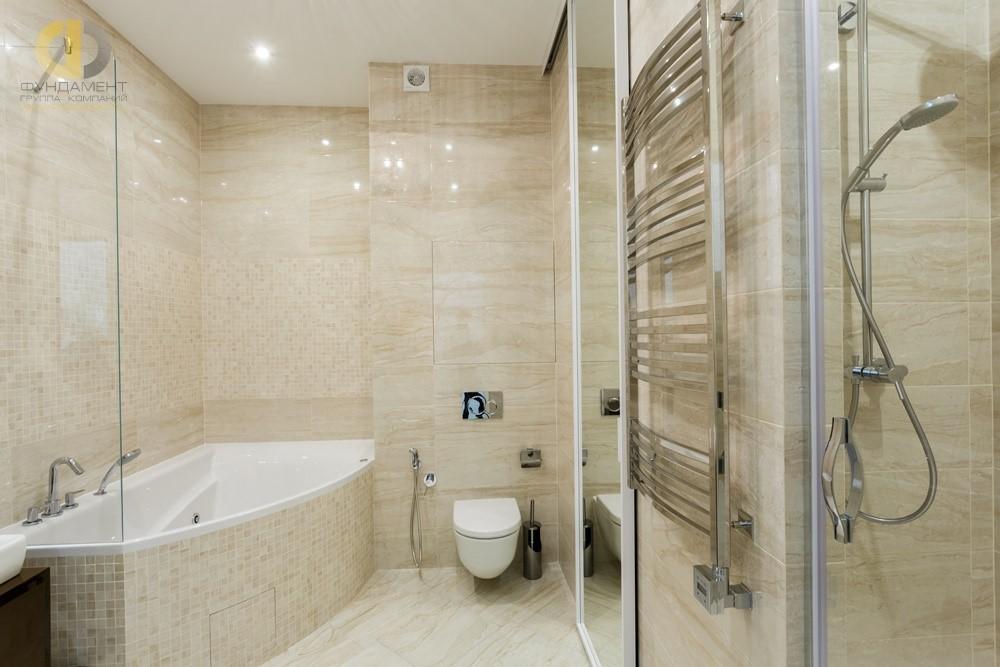 Отделка кафелем бежевой ванной комнаты