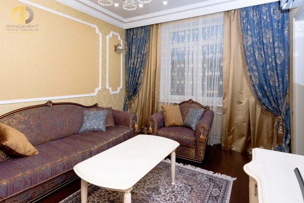 Классическая гостиная в двухкомнатной квартире