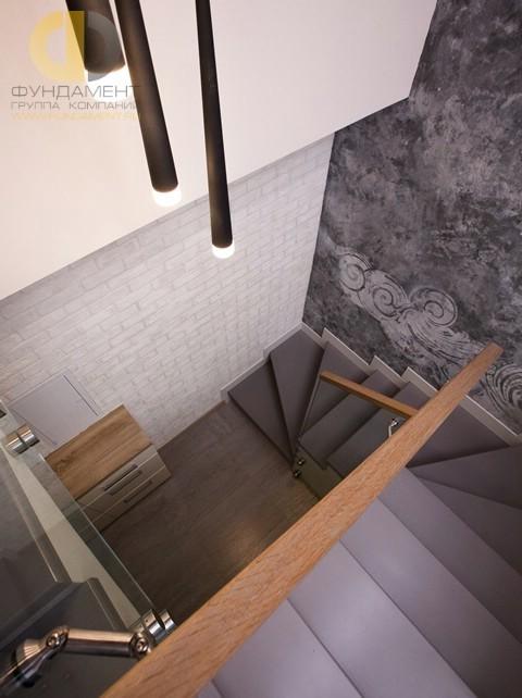 Оформление лестницы в двухуровневой квартире