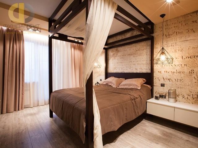 Дизайн спальни с пологом и мотивами колониального стиля
