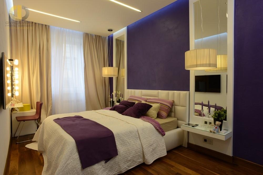 Дизайн современной спальни с лиловыми акцентами
