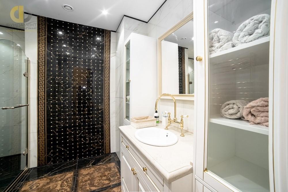 Узорчатый кафель в отделке ванной комнаты