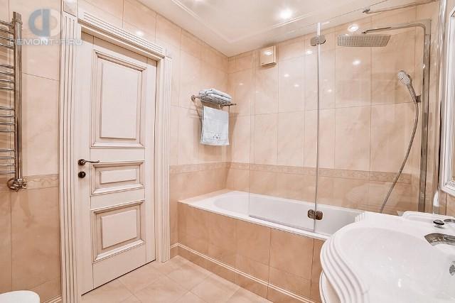 Современные идеи в дизайне ванной комнаты в стиле классицизм. Фото 2016