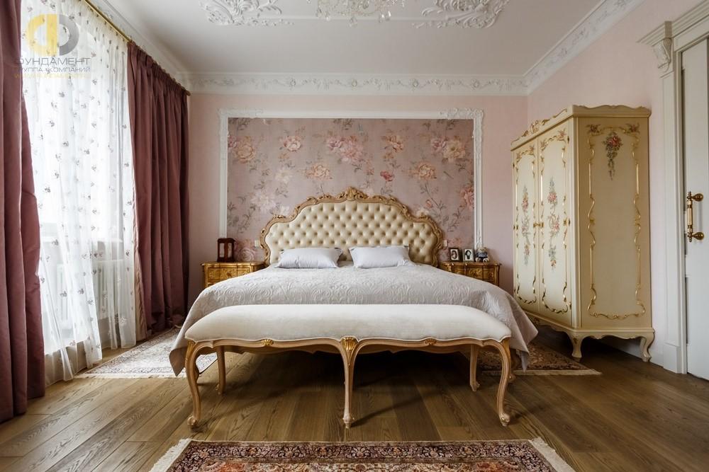 Дизайн спальни в классическом стиле с элементами барокко в Химках