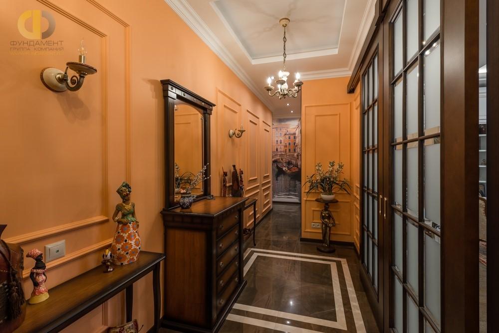 Дизайн интерьера коридора в теплых тонах