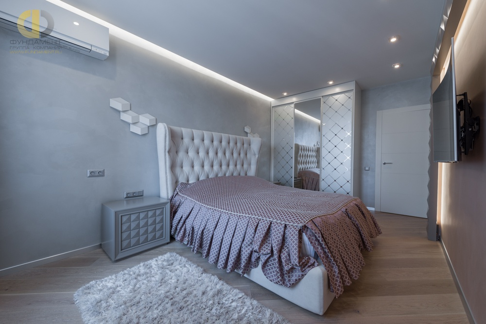 На фото: Интерьер спальни в квартире в стиле минимализм