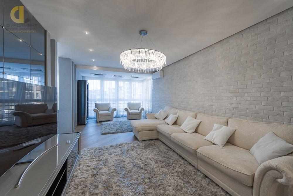 На фото: Интерьер гостиной в квартире в стиле минимализм