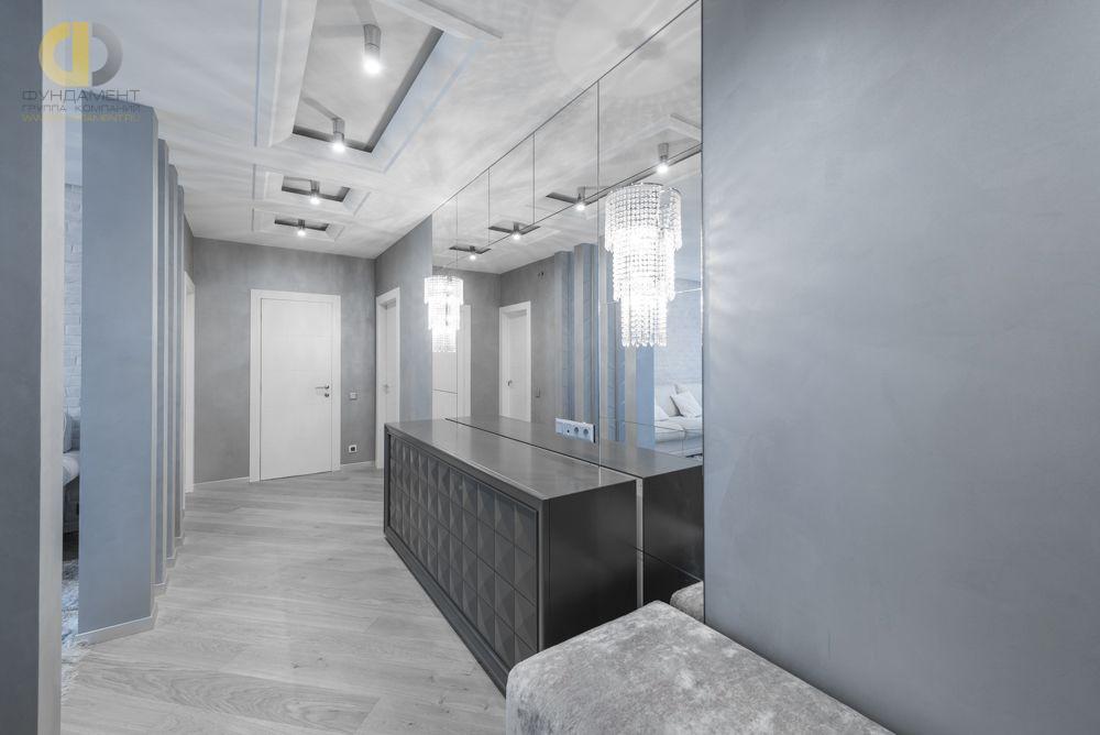 На фото: Интерьер прихожей в квартире в стиле минимализм