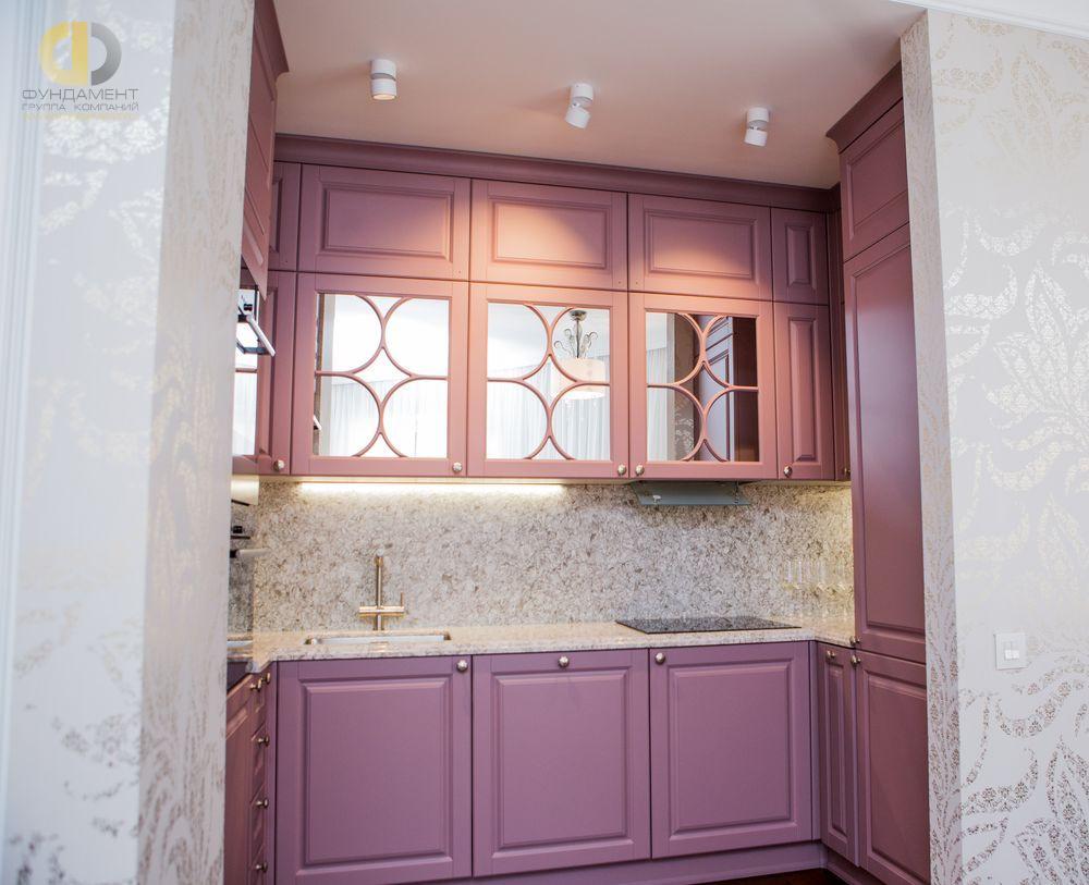 На фото: Интерьер кухни в квартире в стиле ар-деко