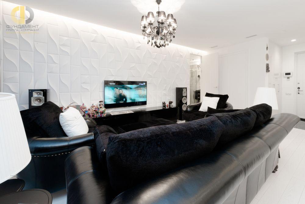 На фото: Интерьер гостиной в квартире в стиле ар-деко